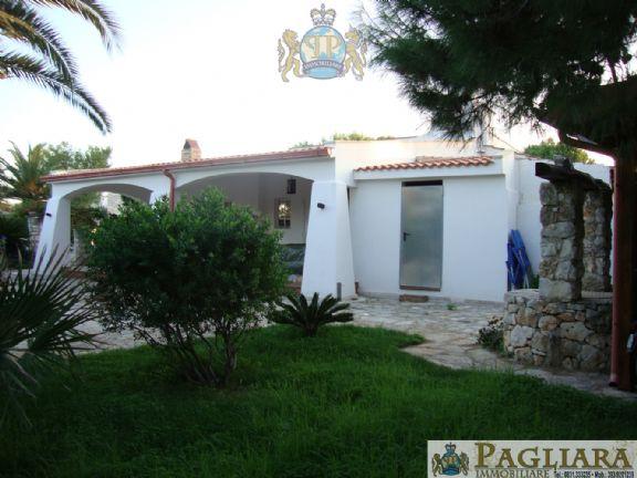 Villa in vendita a Ostuni, 4 locali, zona Località: ROSAMARINA, prezzo € 750.000 | Cambio Casa.it