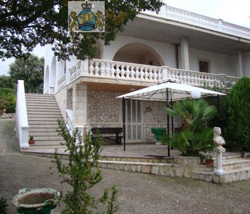 Villa in vendita a Fasano, 5 locali, zona Zona: Laureto, prezzo € 309.000 | Cambio Casa.it