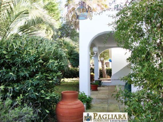 Villa in vendita a Ostuni, 5 locali, zona Località: ROSAMARINA, prezzo € 599.000 | CambioCasa.it
