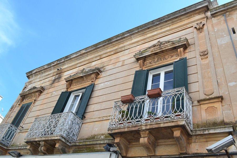 Palazzo / Stabile in vendita a Ostuni, 6 locali, prezzo € 1 | CambioCasa.it