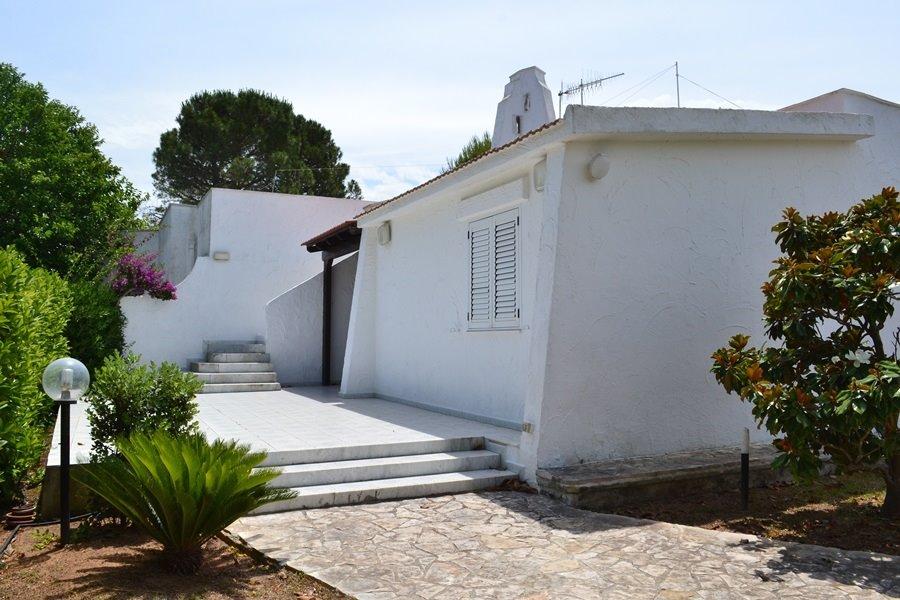 Villa in vendita a Ostuni, 3 locali, zona Località: ROSA MARINA, prezzo € 319.000 | Cambio Casa.it