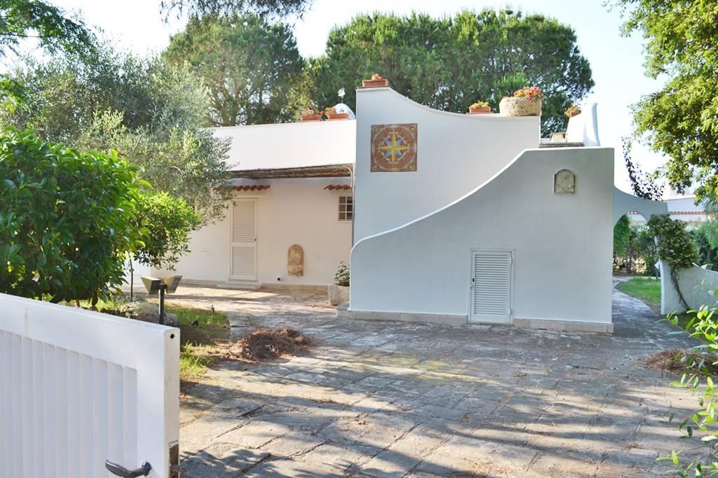 Villa in vendita a Ostuni, 4 locali, zona Località: ROSA MARINA, prezzo € 750.000 | CambioCasa.it