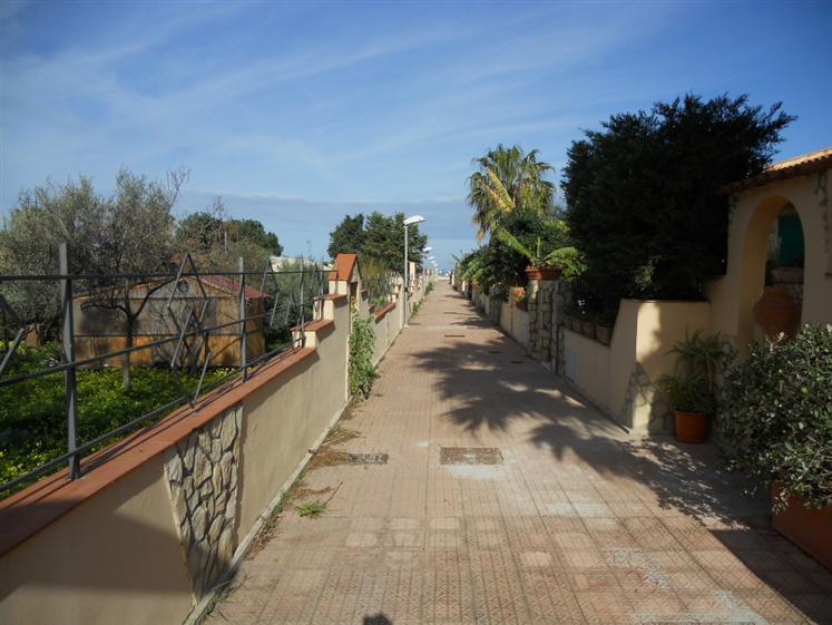 Villa a Schiera in affitto a Campofelice di Roccella, 4 locali, prezzo € 550 | Cambio Casa.it
