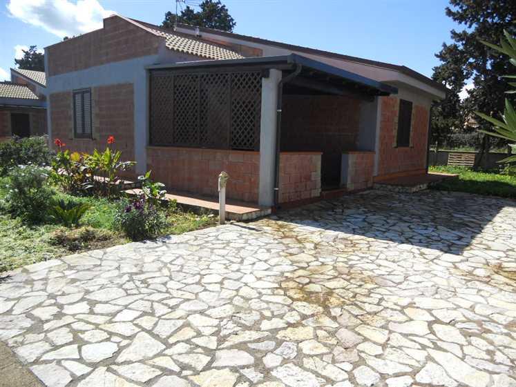 Villa in vendita a Campofelice di Roccella, 4 locali, prezzo € 179.000   CambioCasa.it