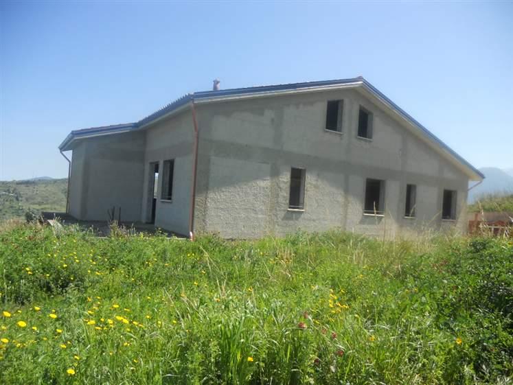 Villa in vendita a Campofelice di Roccella, 12 locali, prezzo € 250.000 | Cambio Casa.it