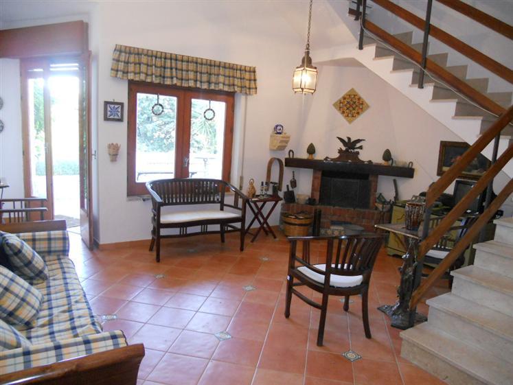 Villa in affitto a Campofelice di Roccella, 5 locali, prezzo € 500 | Cambio Casa.it