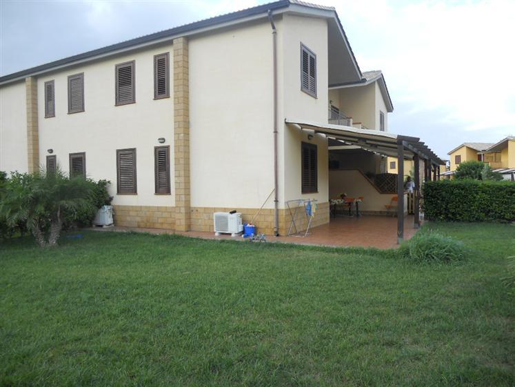 Villa in affitto a Campofelice di Roccella, 3 locali, prezzo € 300 | Cambio Casa.it