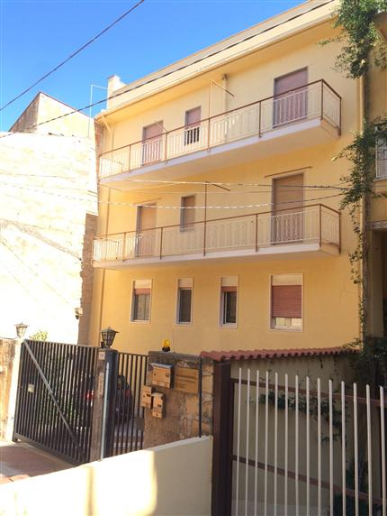 Appartamento in vendita a Campofelice di Roccella, 7 locali, prezzo € 240.000 | CambioCasa.it
