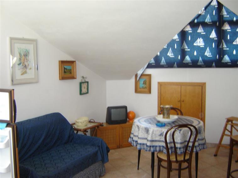 Attico / Mansarda in affitto a Lascari, 2 locali, prezzo € 280 | Cambio Casa.it