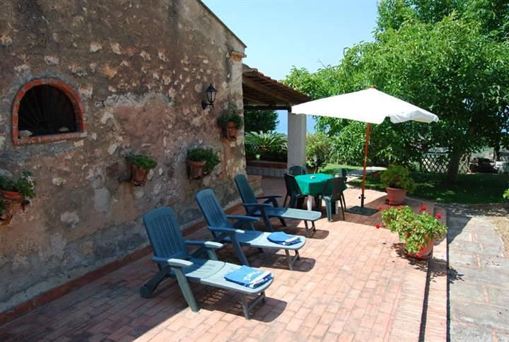 Rustico / Casale in vendita a Campofelice di Roccella, 9 locali, Trattative riservate | Cambio Casa.it