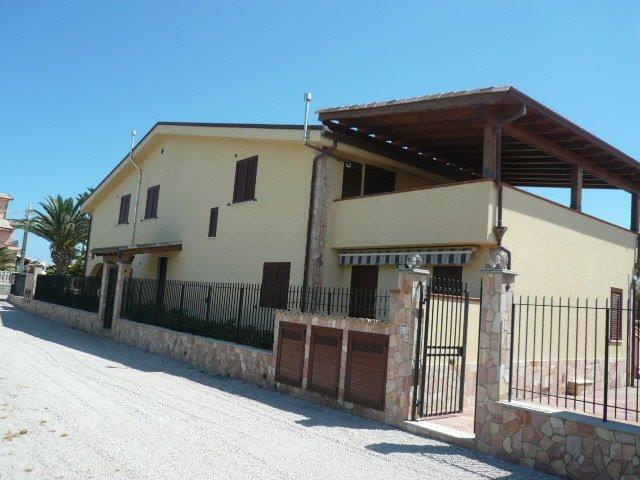 Appartamento in affitto a Campofelice di Roccella, 4 locali, prezzo € 550 | Cambio Casa.it