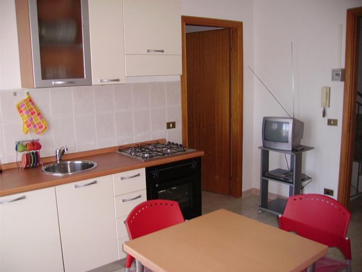 Appartamento in affitto a Campofelice di Roccella, 2 locali, prezzo € 250 | Cambio Casa.it