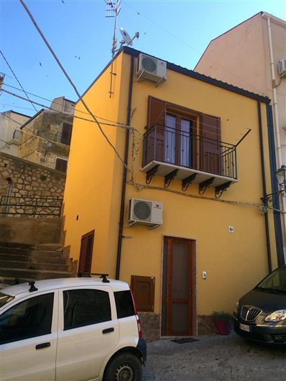 Appartamento in affitto a Lascari, 2 locali, prezzo € 280 | CambioCasa.it