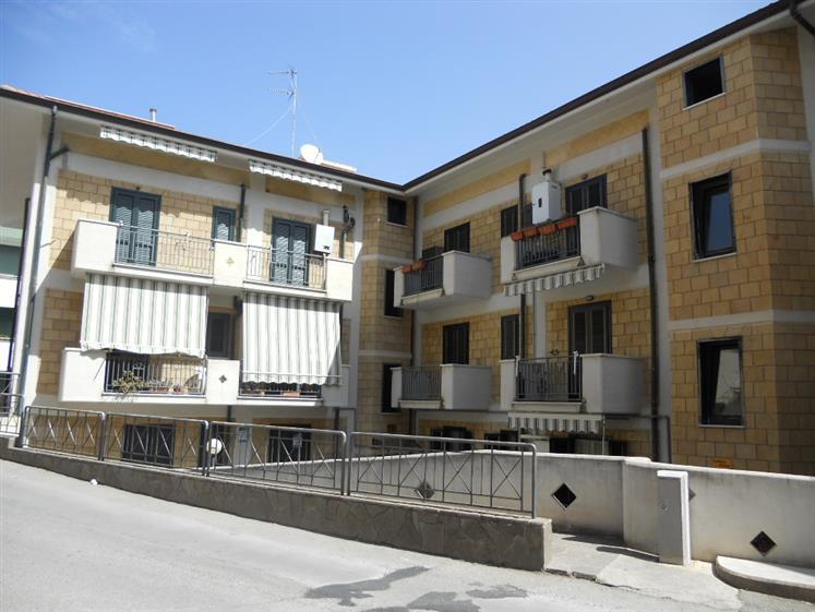 Appartamento in vendita a Campofelice di Roccella, 3 locali, prezzo € 165.000 | Cambio Casa.it