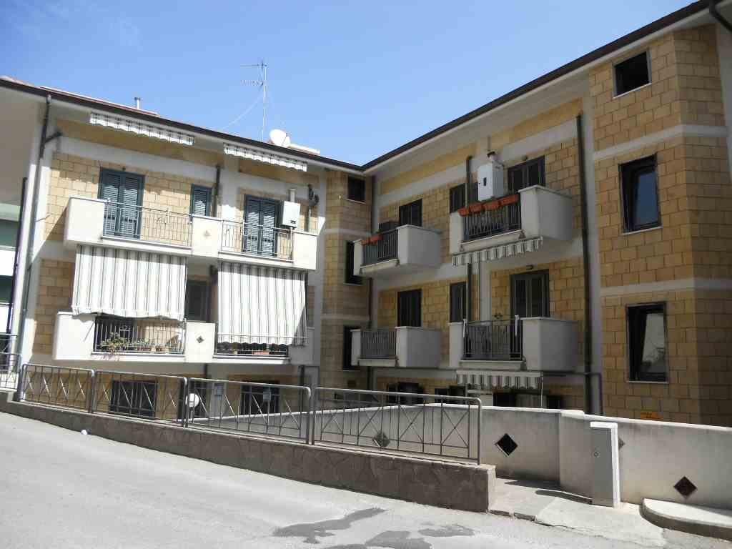 Appartamento in affitto a Campofelice di Roccella, 3 locali, prezzo € 400 | Cambio Casa.it