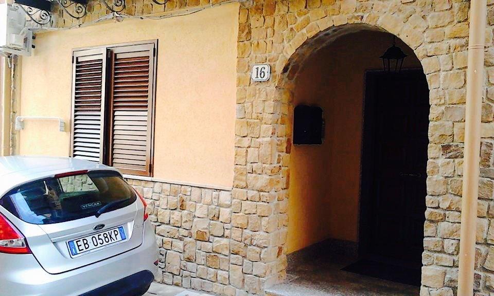 Appartamento in affitto a Campofelice di Roccella, 3 locali, prezzo € 330 | CambioCasa.it