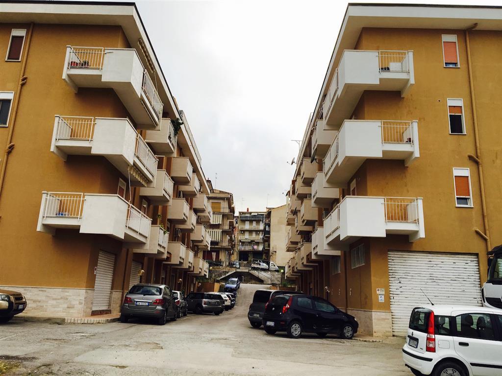 Appartamento in vendita a Campofelice di Roccella, 4 locali, prezzo € 138.000 | CambioCasa.it