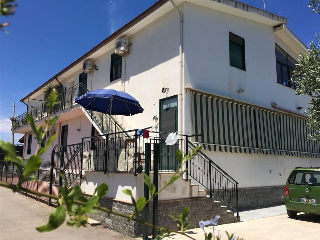 Soluzione Indipendente in affitto a Campofelice di Roccella, 4 locali, prezzo € 450 | CambioCasa.it