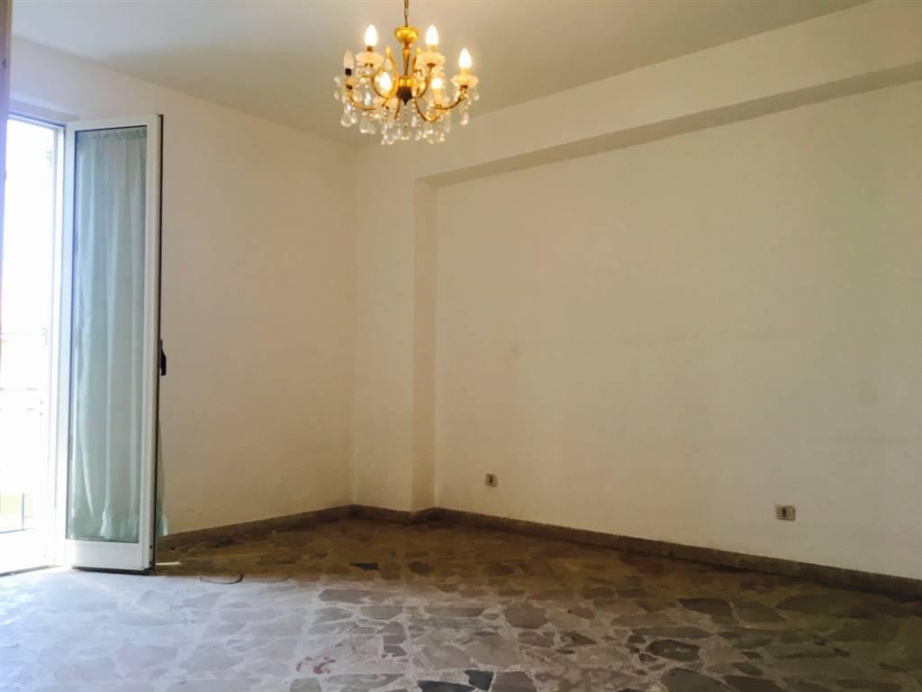 Appartamento in vendita a Campofelice di Roccella, 7 locali, prezzo € 119.000 | CambioCasa.it