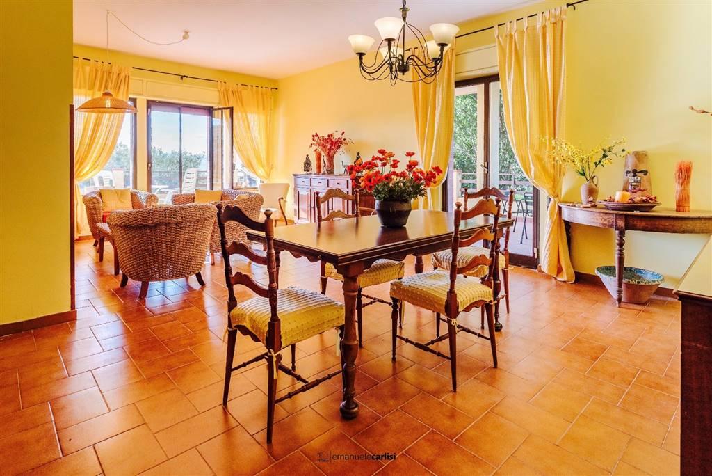 Villa in vendita a Campofelice di Roccella, 10 locali, prezzo € 550.000   CambioCasa.it