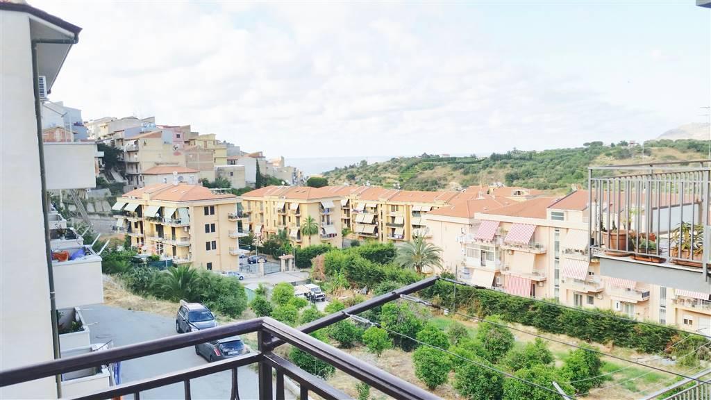 Appartamento in affitto a Campofelice di Roccella, 4 locali, prezzo € 300 | CambioCasa.it