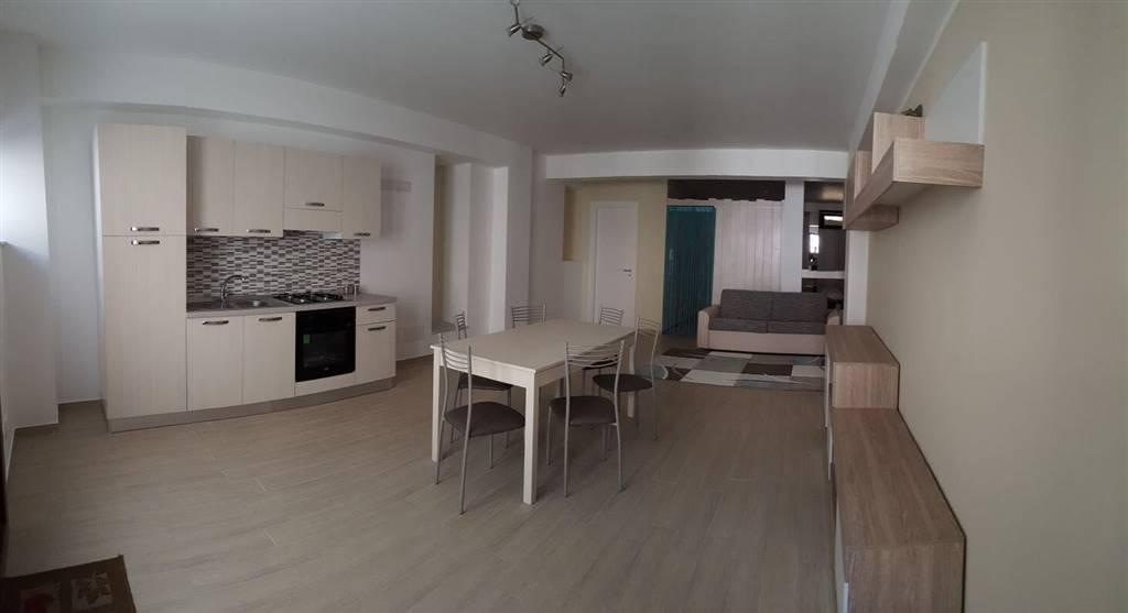 Appartamento in Affitto a Campofelice di Roccella