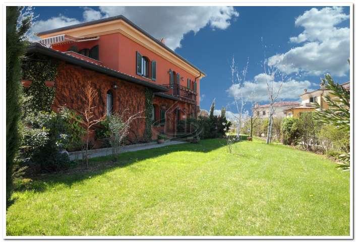 Villa, Montebello Della Battaglia, seminuova