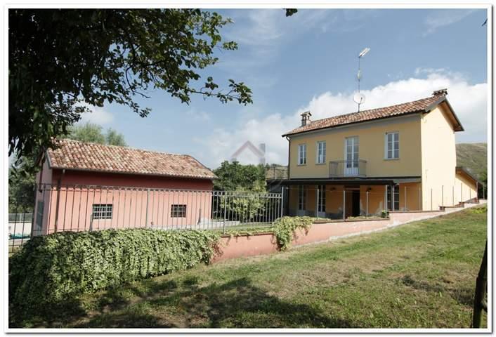 Casa singola, Godiasco Salice Terme, ristrutturata