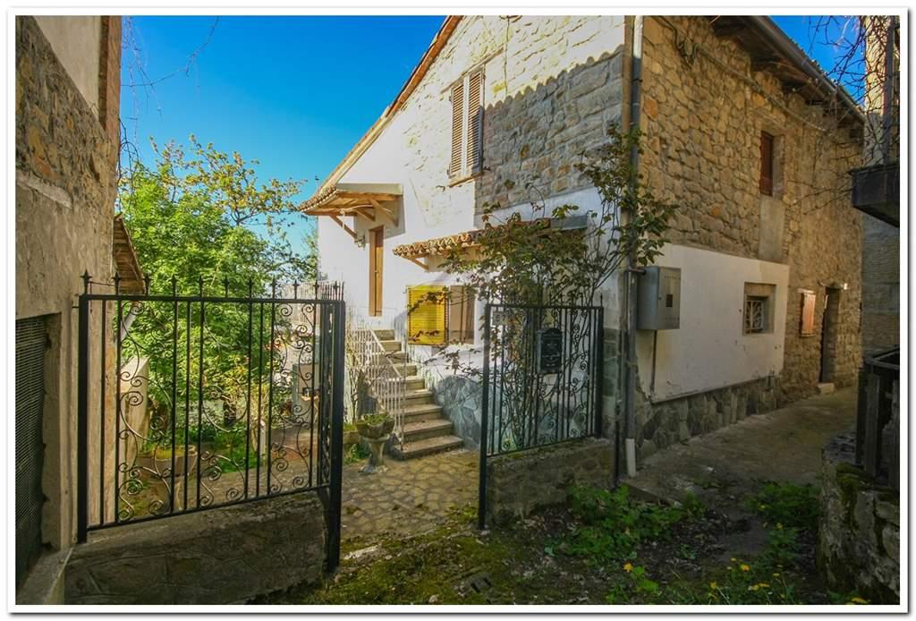 Casa semi indipendente, Poggio Ferrato, Val Di Nizza, da ristrutturare