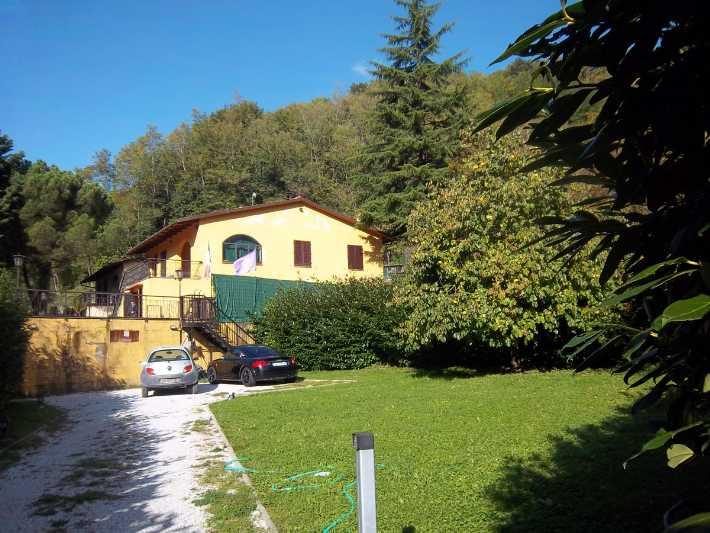 Villa in vendita a Vicchio, 10 locali, prezzo € 190.000 | Cambio Casa.it