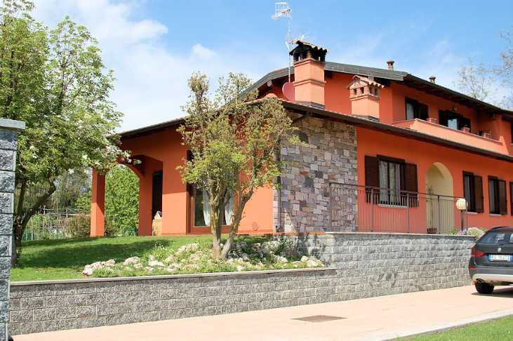 Villa, Arona, in ottime condizioni
