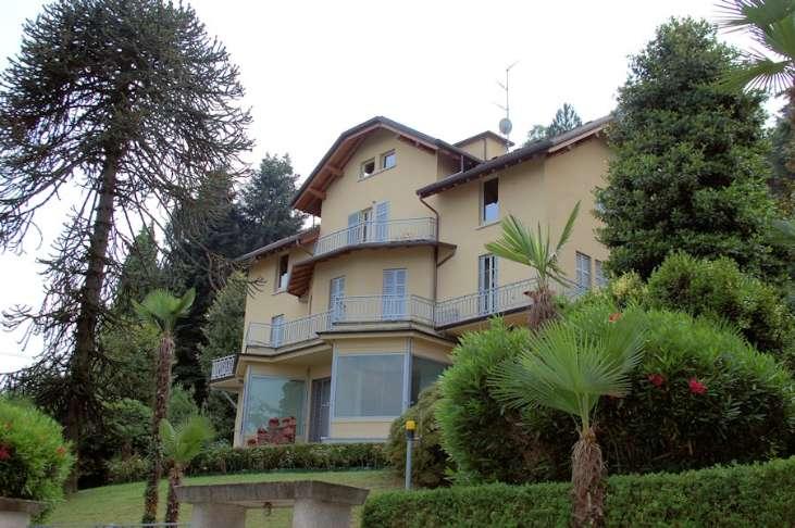 Villa, Meina, ristrutturata