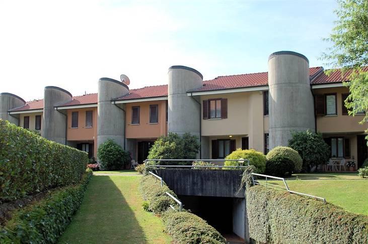 Villa Bifamiliare in Vendita a Lesa