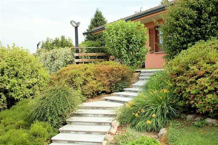 Villa in vendita a Arona, 8 locali, prezzo € 340.000 | Cambio Casa.it