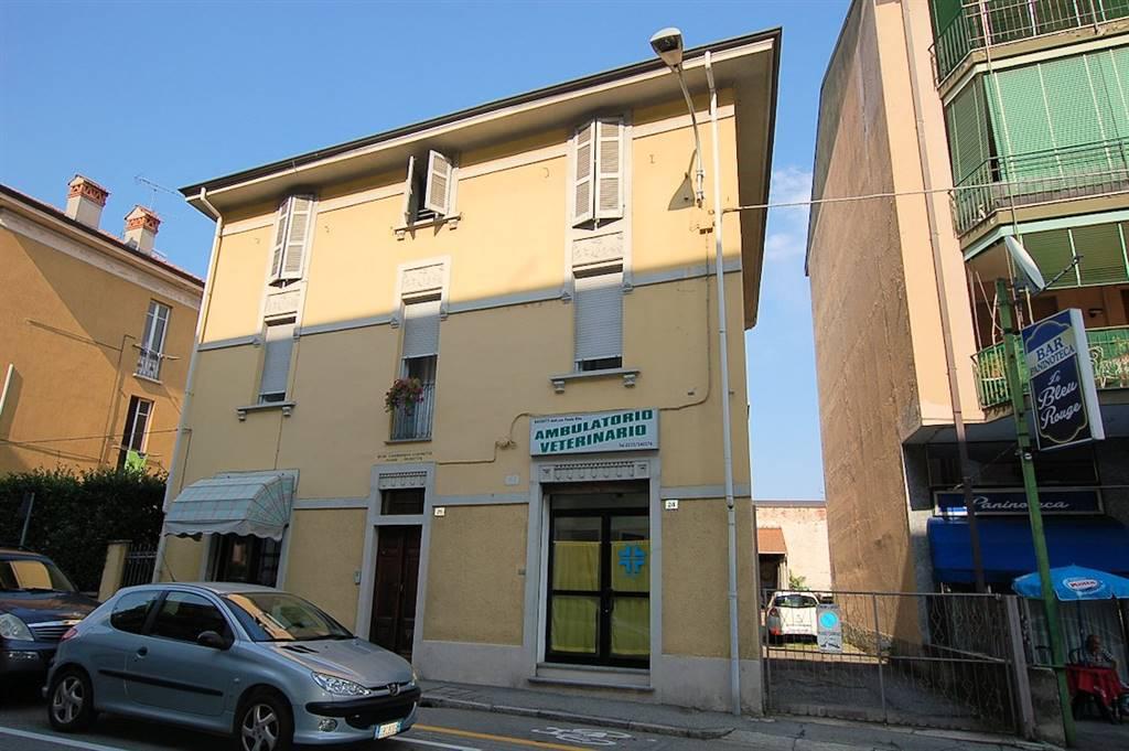 Appartamento in vendita a Arona, 5 locali, prezzo € 120.000 | Cambio Casa.it