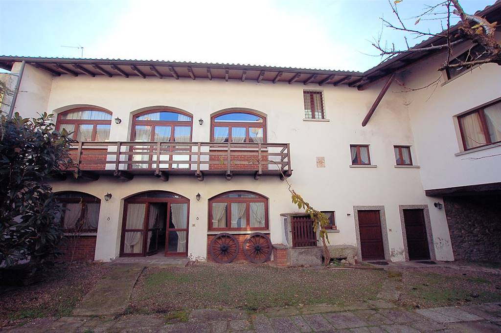 Soluzione Indipendente in vendita a Arona, 15 locali, prezzo € 320.000 | Cambio Casa.it