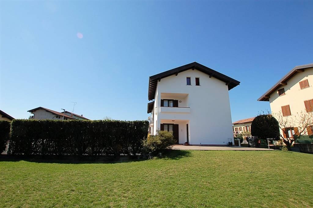 Villa Bifamiliare in Vendita a Arona
