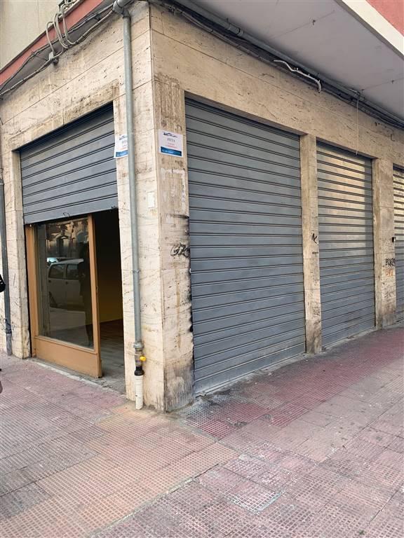 Attività commerciale Bilocale in Affitto a Bari