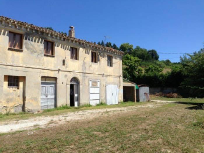Rustico casale, Casine Di Paterno, Ancona, da ristrutturare