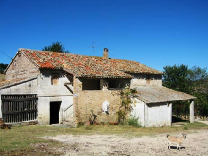 Rustico / Casale in vendita a Ancona, 10 locali, zona Zona: Pinocchio, prezzo € 200.000 | Cambio Casa.it