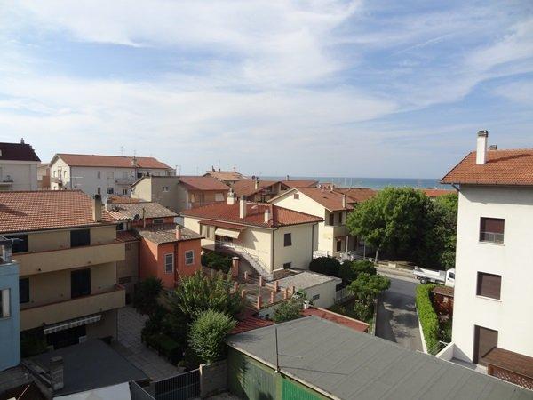 Appartamento in affitto a Montemarciano, 4 locali, zona Zona: Marina di Montemarciano, prezzo € 500 | Cambio Casa.it