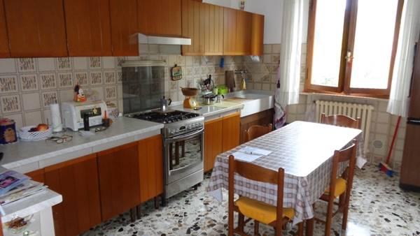 Appartamento in vendita a Falconara Marittima, 5 locali, zona Località: CASE UNRRA, prezzo € 155.000 | Cambio Casa.it