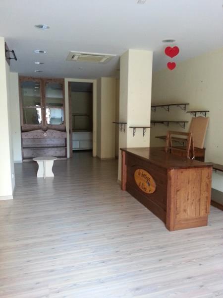 Negozio / Locale in affitto a Falconara Marittima, 1 locali, zona Zona: Centro, prezzo € 500 | Cambio Casa.it
