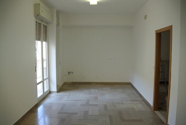 Appartamento in vendita a Falconara Marittima, 4 locali, zona Zona: Centro, prezzo € 120.000 | Cambio Casa.it