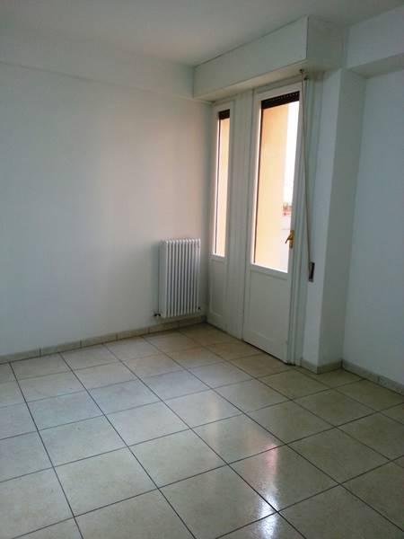 Appartamento in affitto a Falconara Marittima, 3 locali, zona Località: CASE UNRRA, prezzo € 500 | Cambio Casa.it