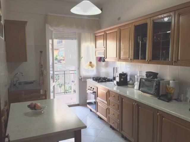 Appartamento in vendita a Falconara Marittima, 5 locali, zona Località: SEMICENTRO, prezzo € 110.000 | Cambio Casa.it