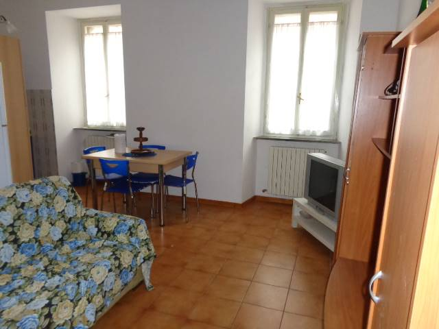 Appartamento in affitto a Ancona, 2 locali, zona Zona: Centro storico, prezzo € 370 | Cambio Casa.it