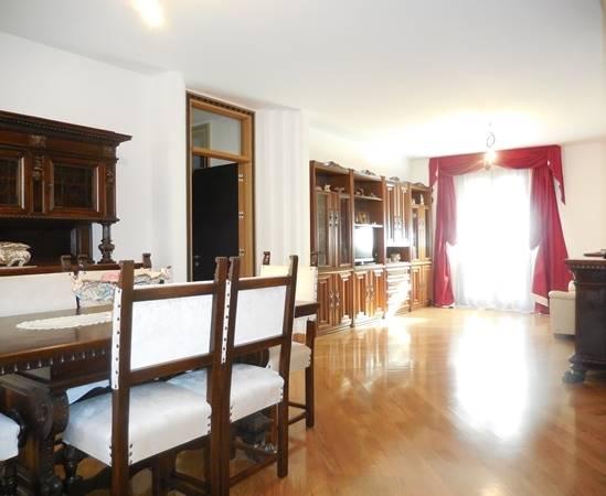 Appartamento in vendita a Falconara Marittima, 7 locali, zona Zona: Castelferretti, prezzo € 395.000 | Cambio Casa.it