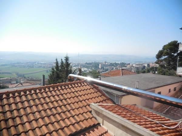 Soluzione Indipendente in vendita a Osimo, 6 locali, zona Località: OSIMO-CENTRO, prezzo € 165.000 | Cambio Casa.it