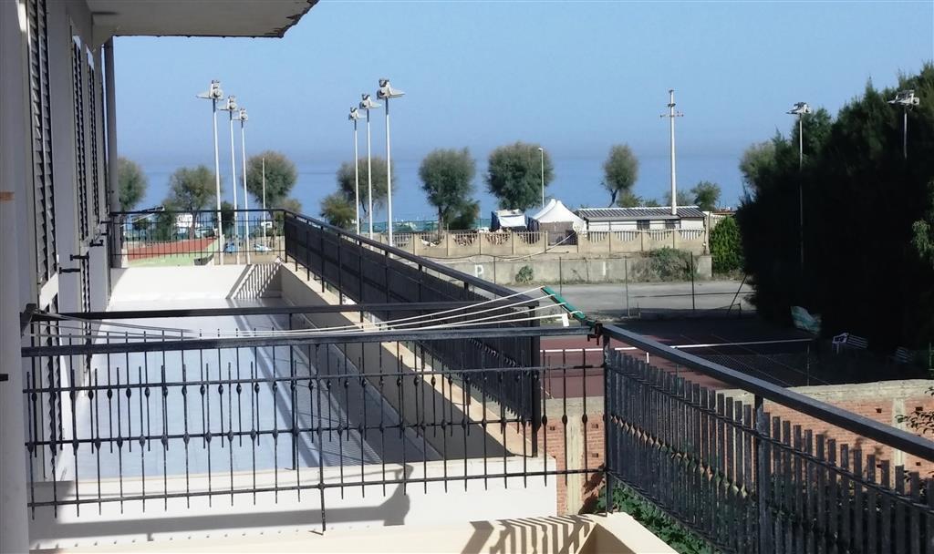Appartamento in vendita a Venetico, 5 locali, zona Zona: Venetico Marina, prezzo € 125.000 | Cambio Casa.it